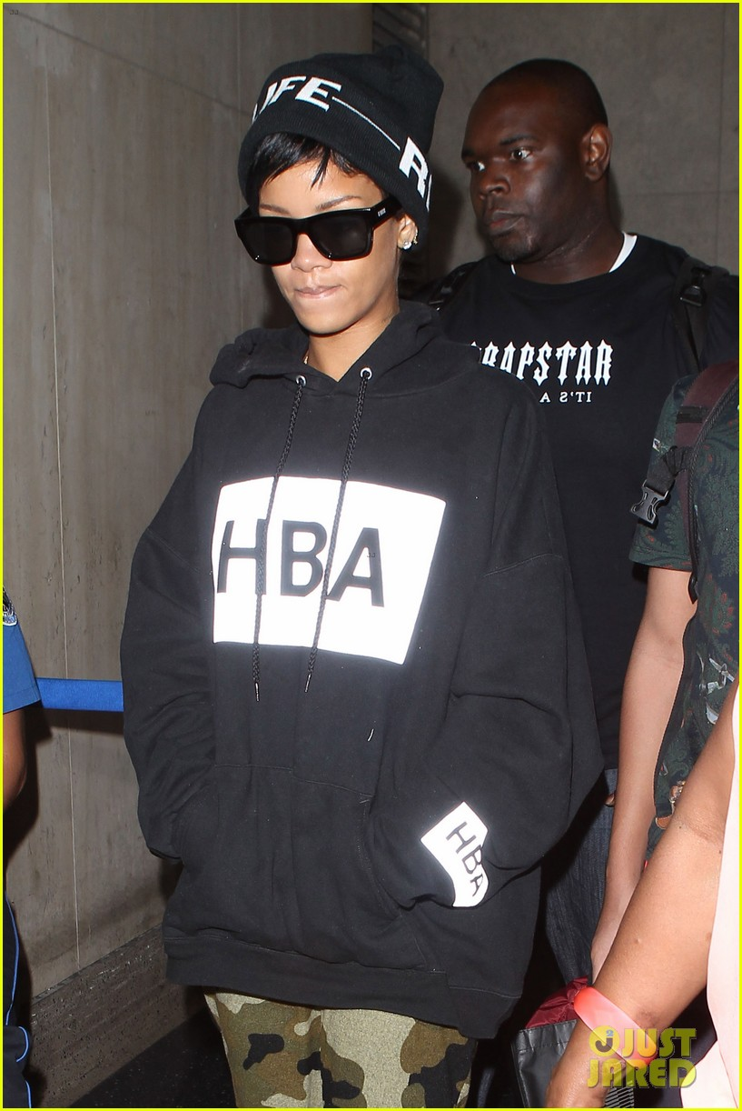 rihanna lax arrivial with the family 052939300