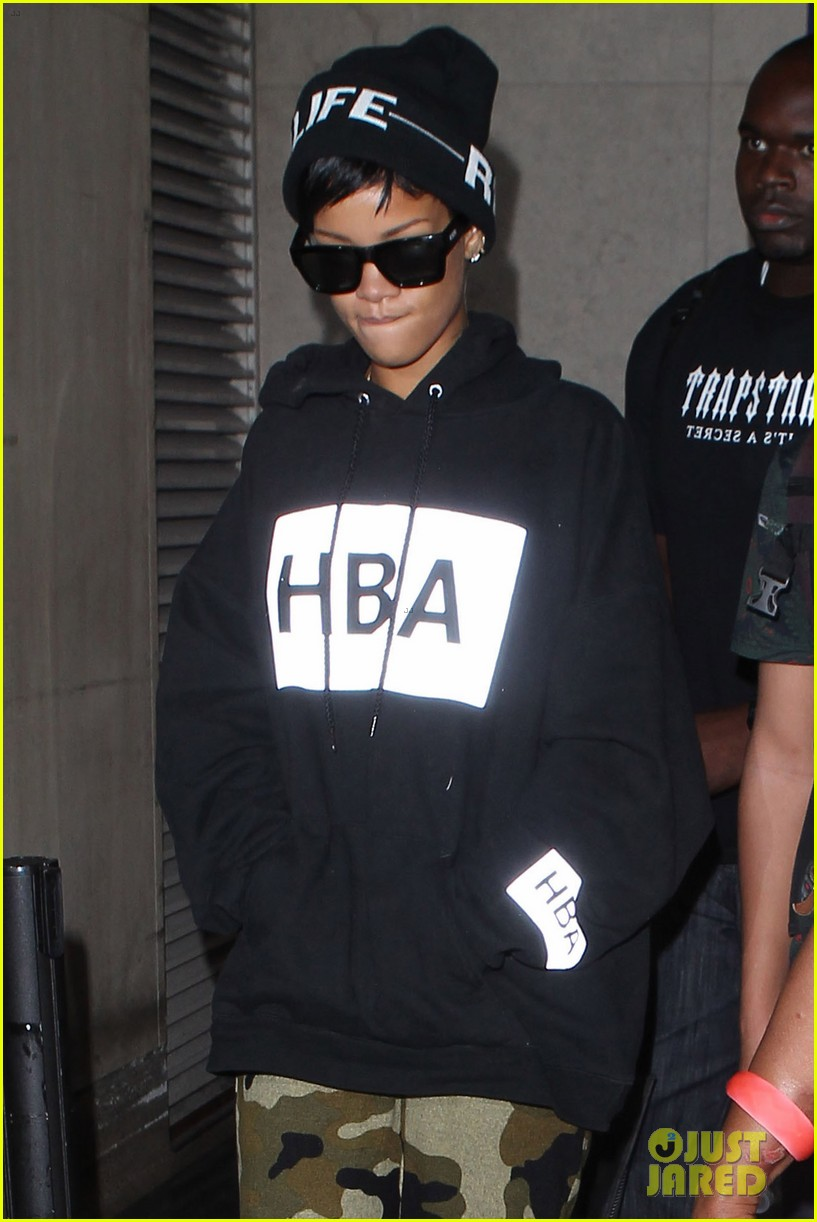 rihanna lax arrivial with the family 092939304