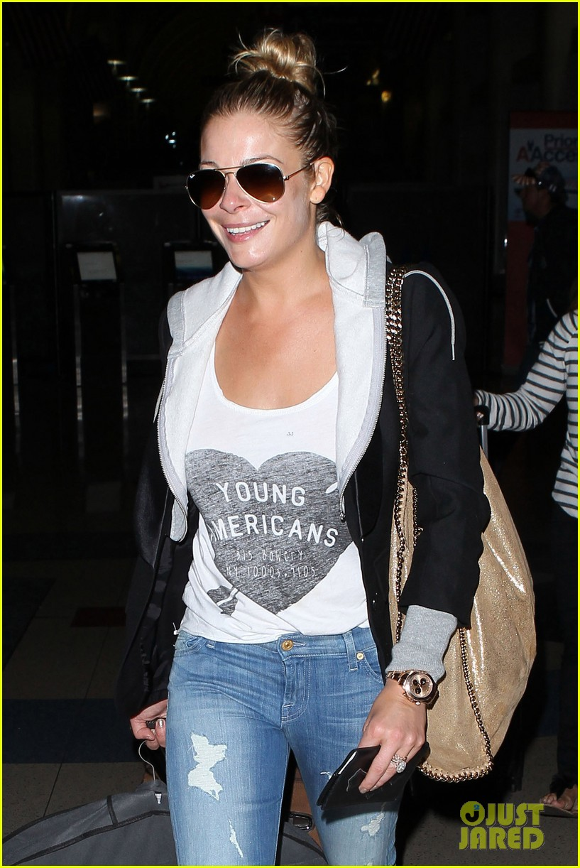 leann rimes birthday lax arrivial with eddie cibrian 09