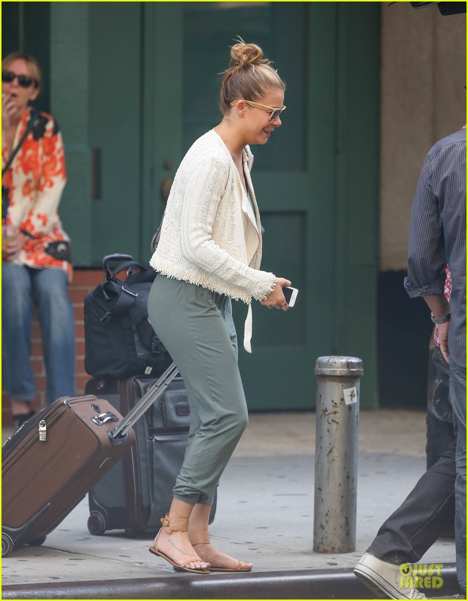 leann rimes nyc departure after concert 01