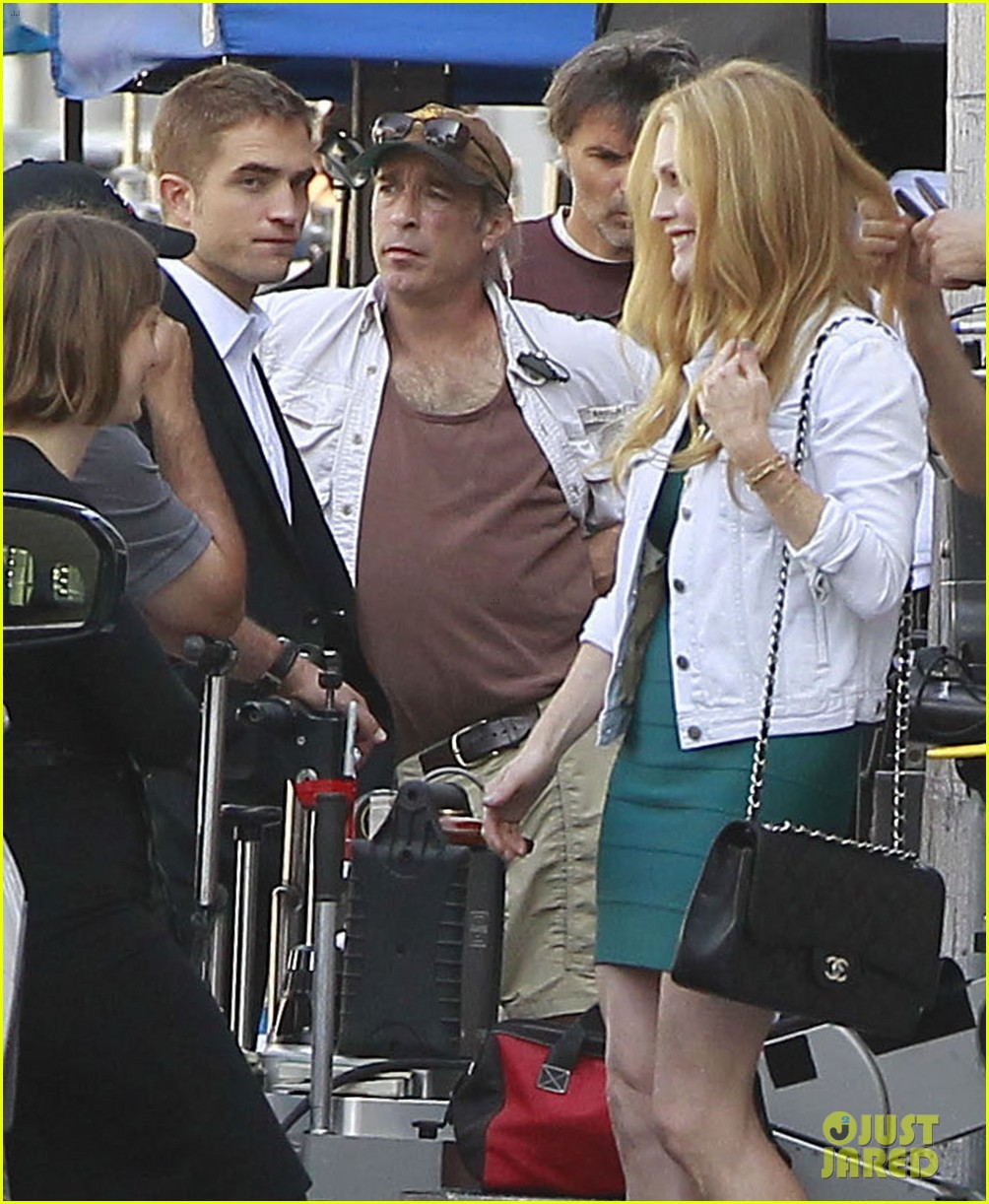 robert pattinson suits up for maps to the stars with julianne moore 142932870
