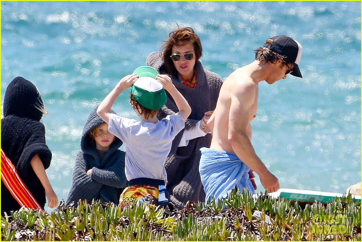 julia roberts family beach day with shirtless danny moder 232935012