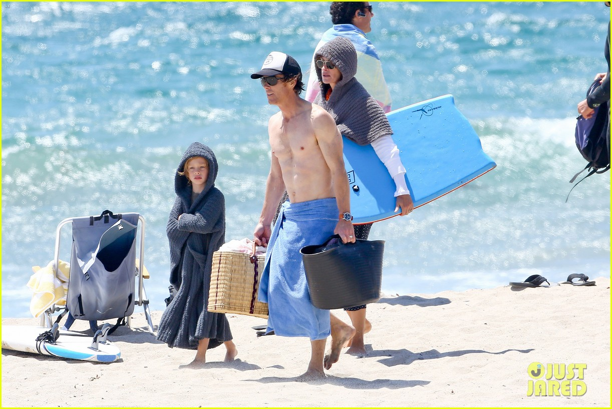 julia roberts family beach day with shirtless danny moder 242935013