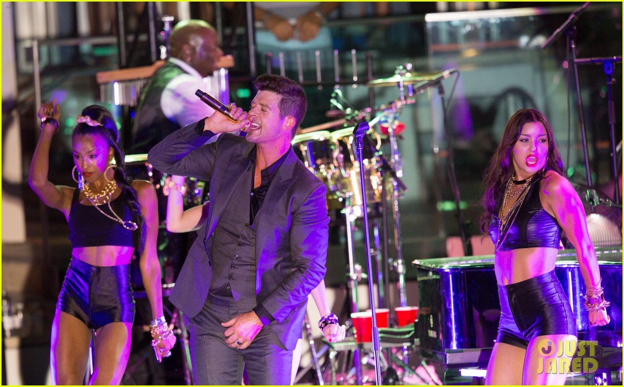 robin thicke files lawsuit to protect blurred lines 09