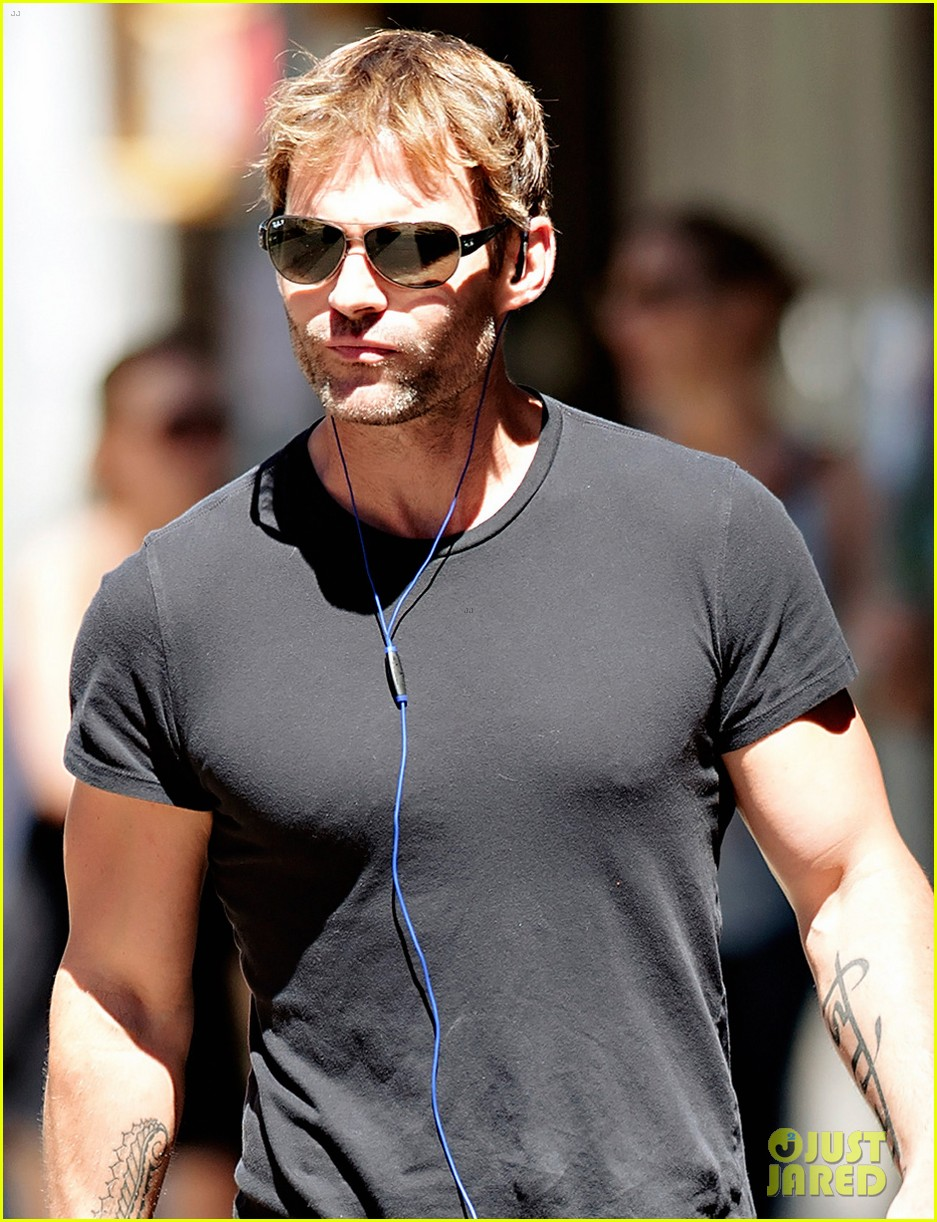 seann william scott looking super buff in new york city 04