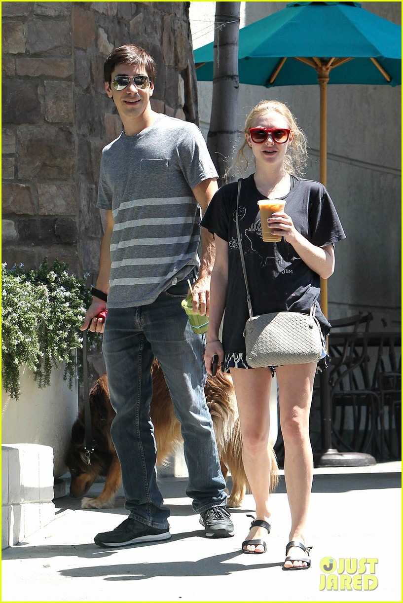amanda seyfried justin long hang out with finn the dog 19
