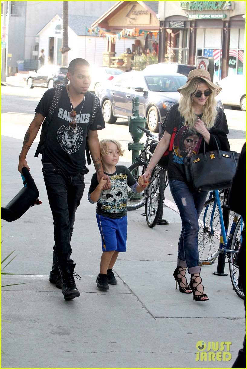ashlee simpson bronx loves being cousin to maxwell ace 01