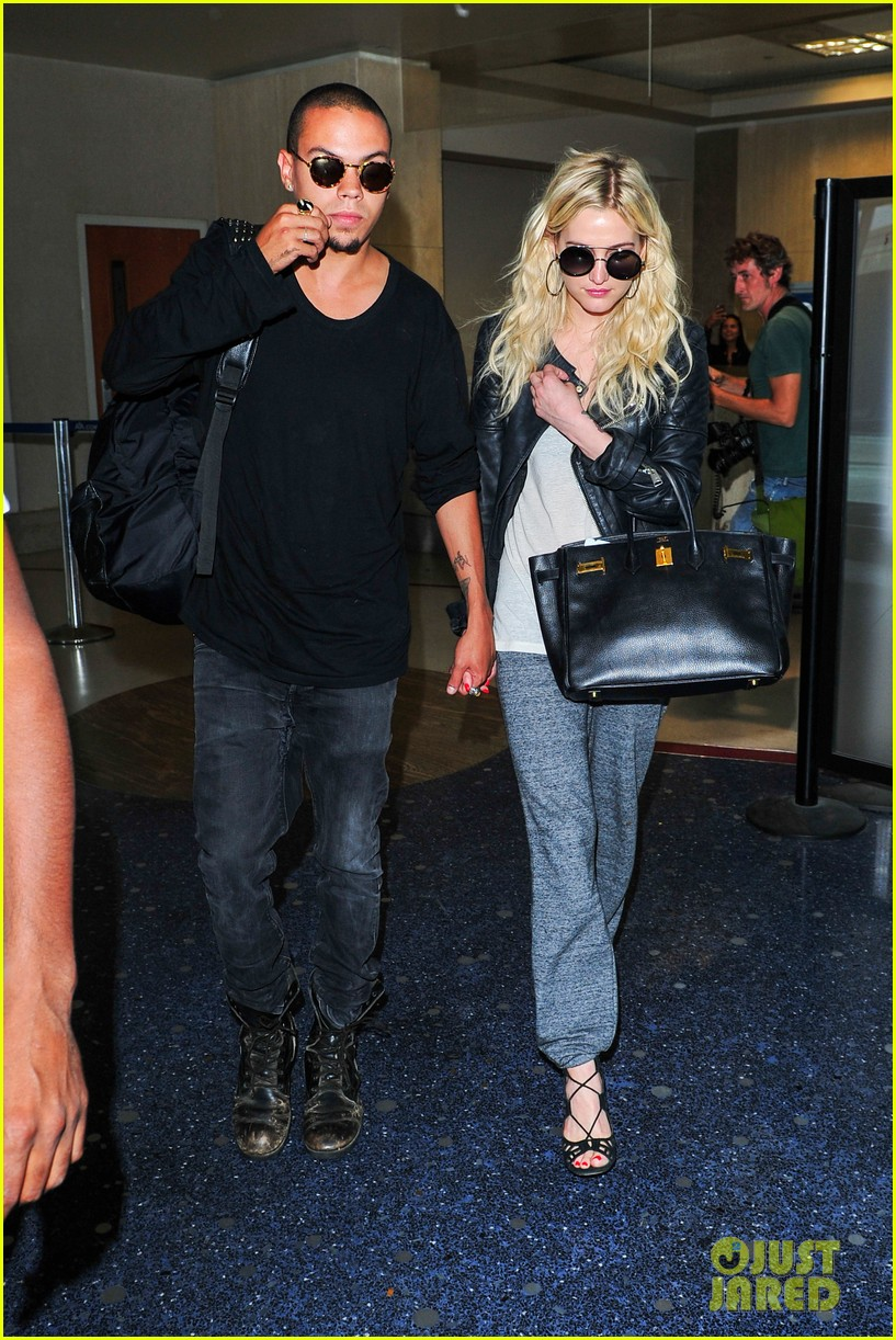 ashlee simpson evan ross hold hands after new york trip 04