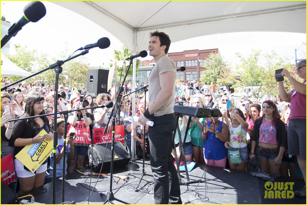 ian somerhalder rallies with sierra club in north carolina 02