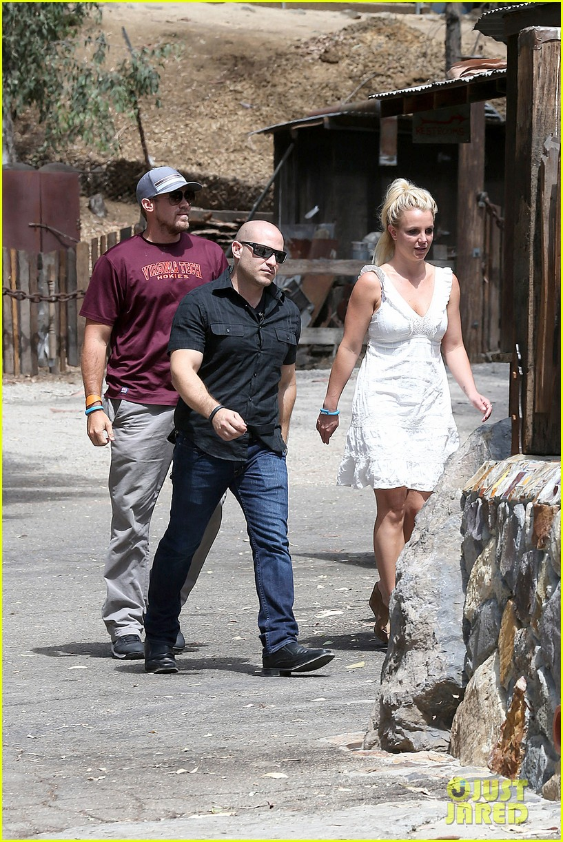 britney spears lunches with david lucado mom lynne 03