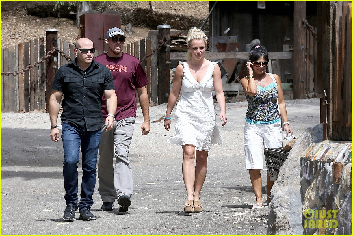 britney spears lunches with david lucado mom lynne 06