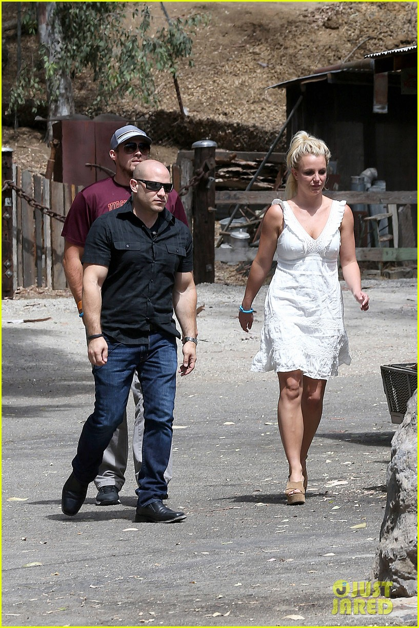britney spears lunches with david lucado mom lynne 26