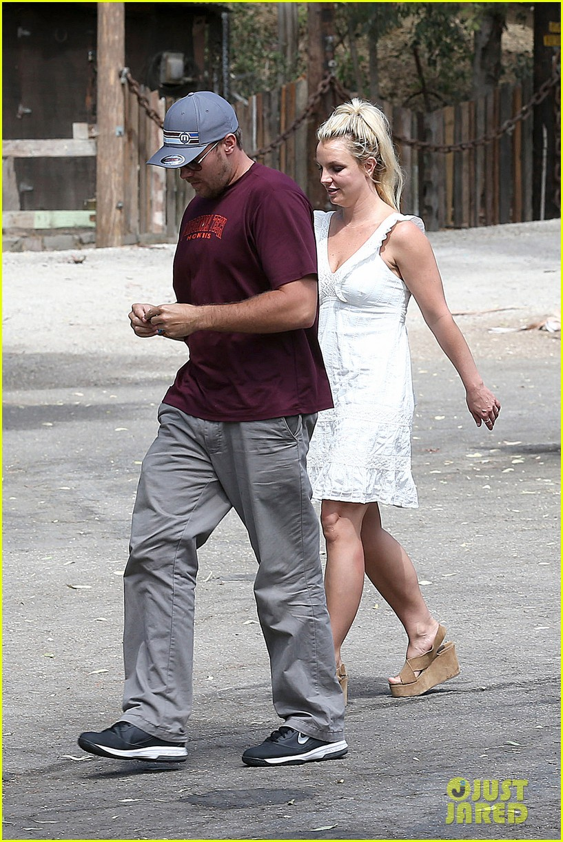 britney spears lunches with david lucado mom lynne 28