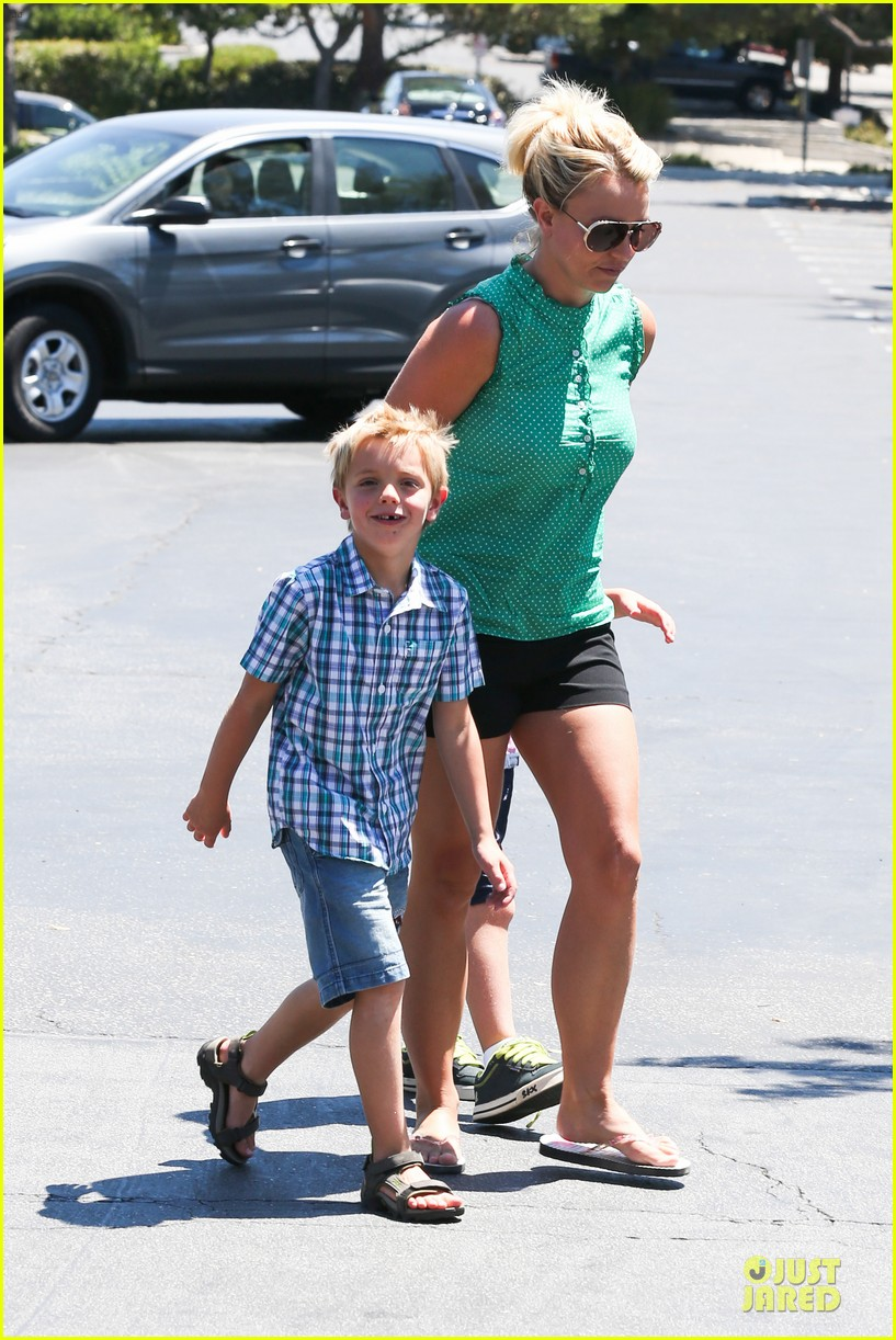 britney spears movie day with jayden james sean preston 142931993