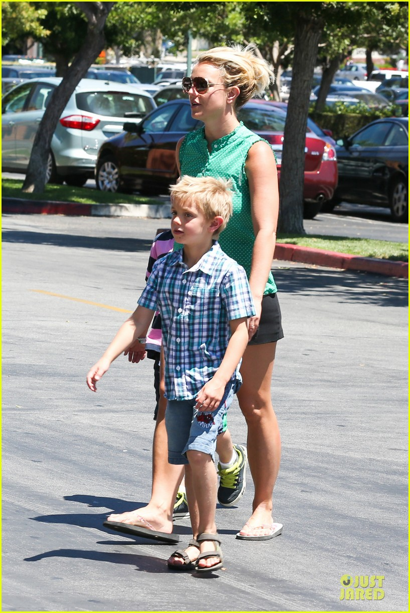 britney spears movie day with jayden james sean preston 15