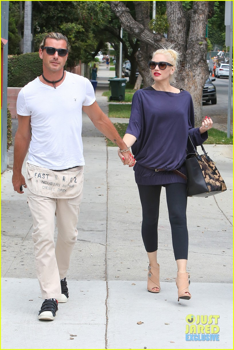 gwen stefani gavin rossdale hold hands for hugos lunch date 032940229