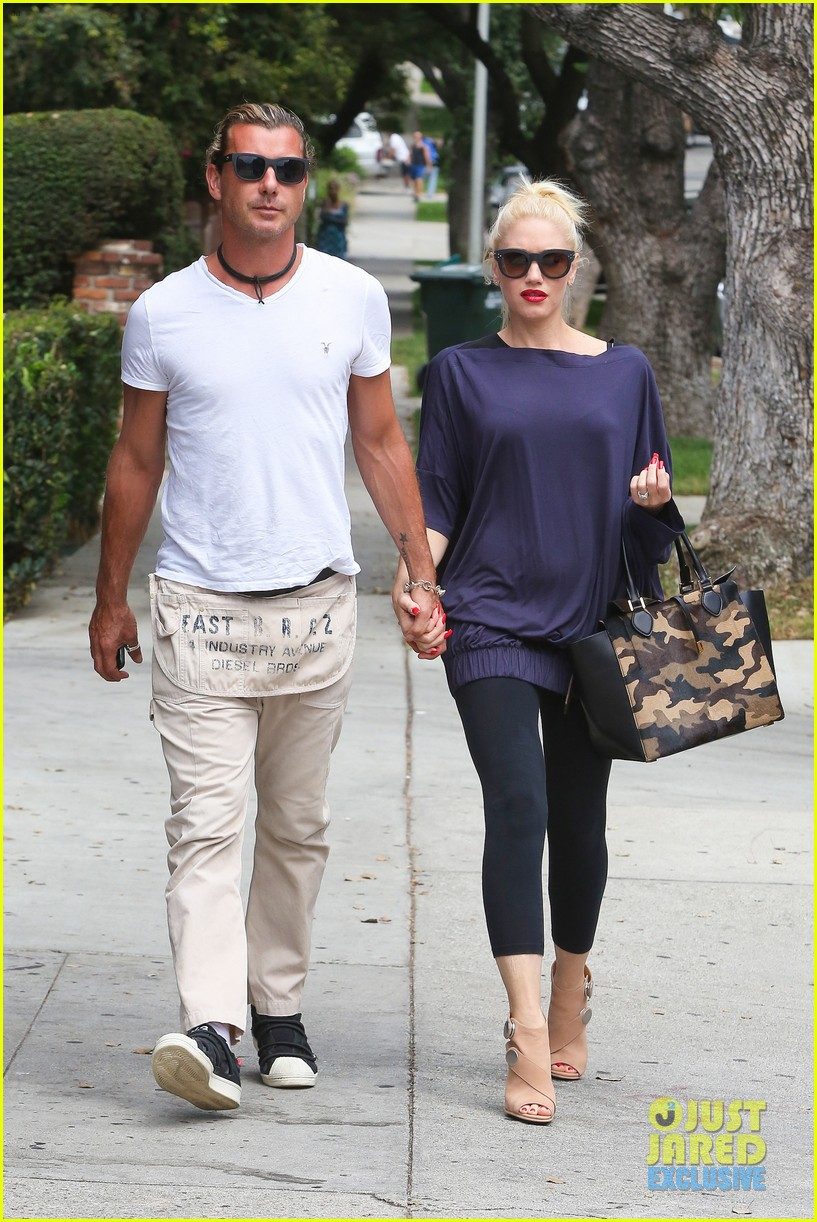 gwen stefani gavin rossdale hold hands for hugos lunch date 19