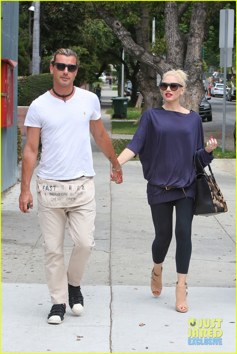 gwen stefani gavin rossdale hold hands for hugos lunch date 22