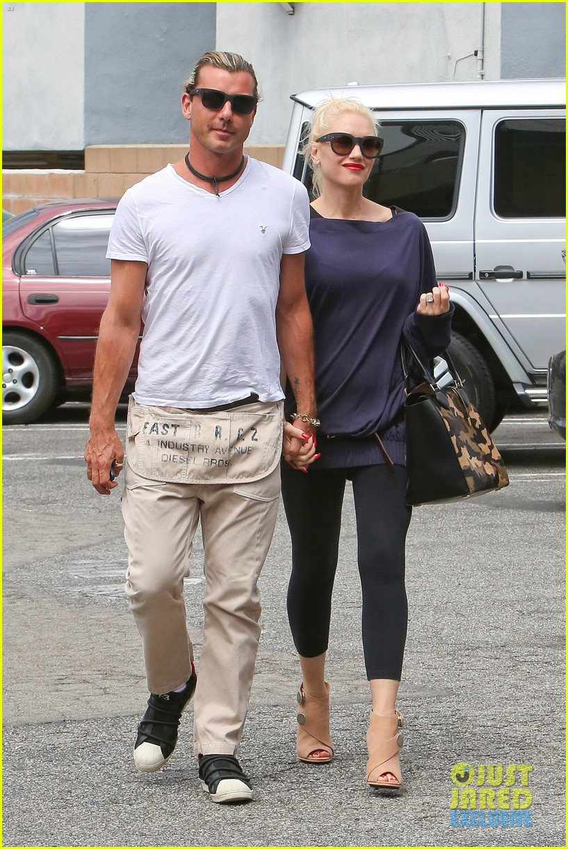 gwen stefani gavin rossdale hold hands for hugos lunch date 23