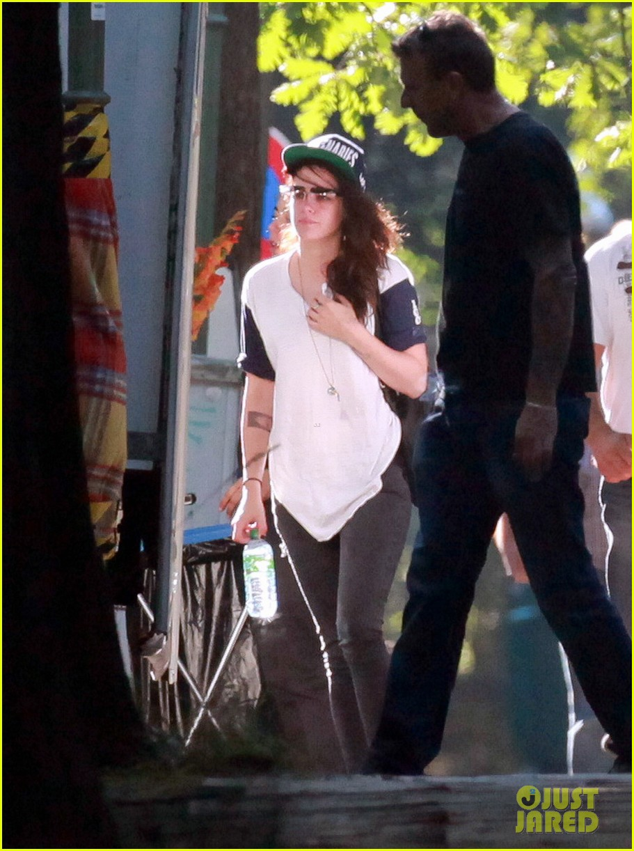 kristen stewart back to work on sils maria after day off 04