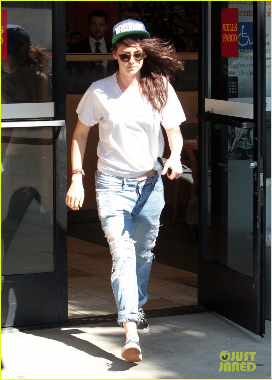 kristen stewart is a mercenary at the bank 062930935