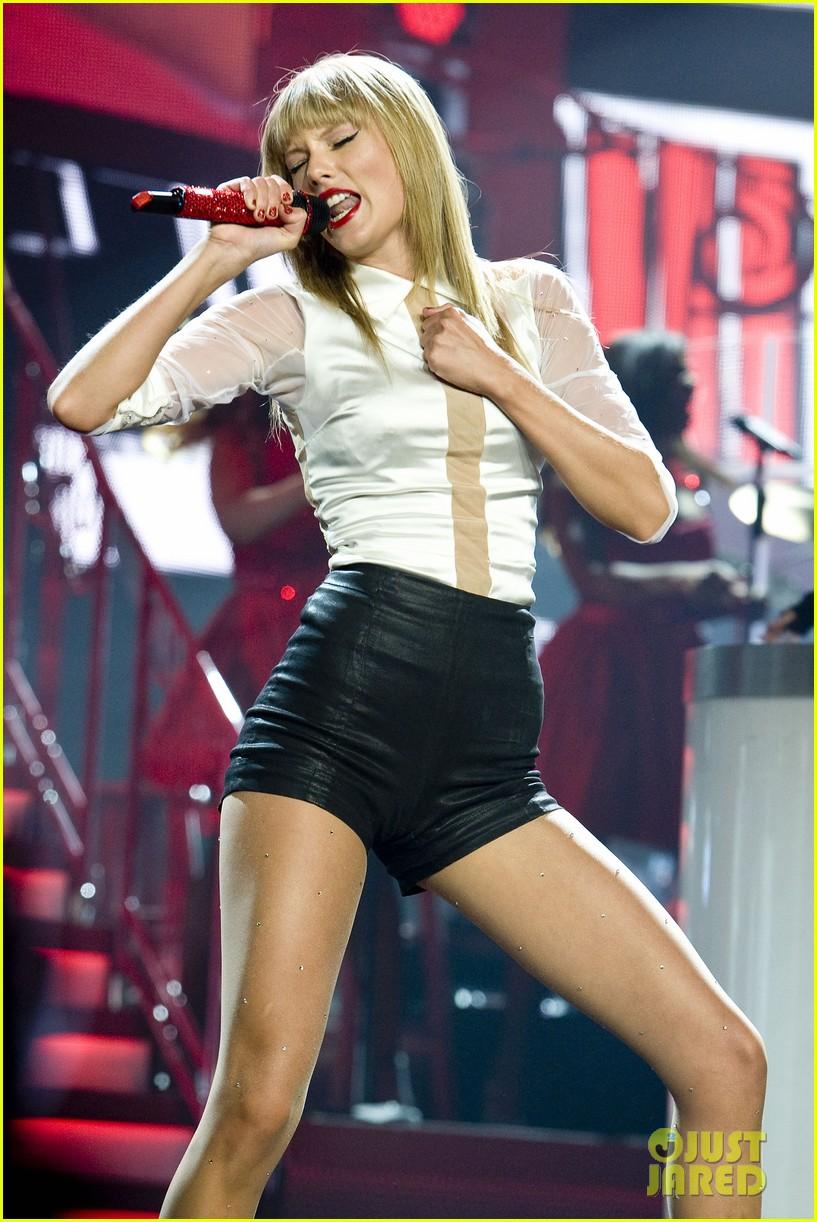 taylor swift sara bareilles perform brave on the red tour 232933856