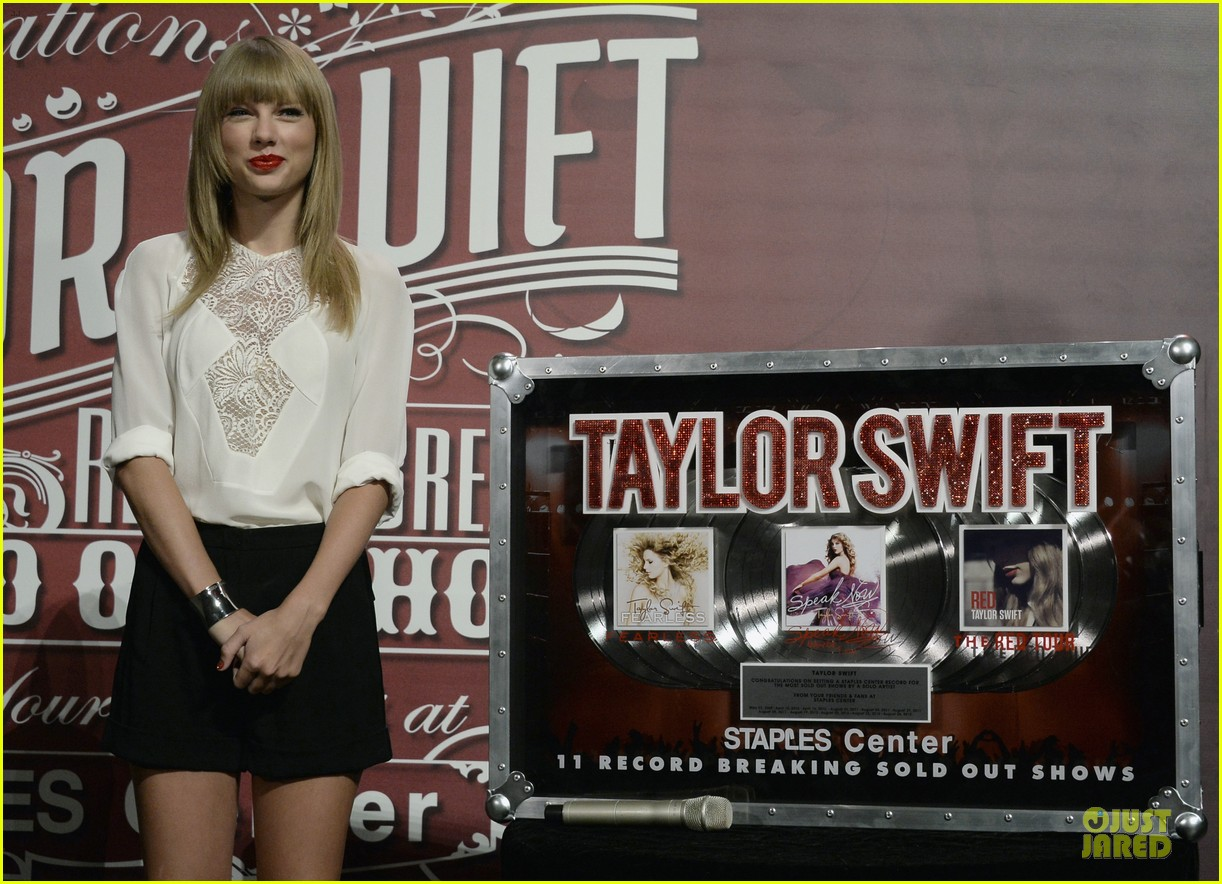 taylor swift 11 record breaking sold out shows at staples center 122934387