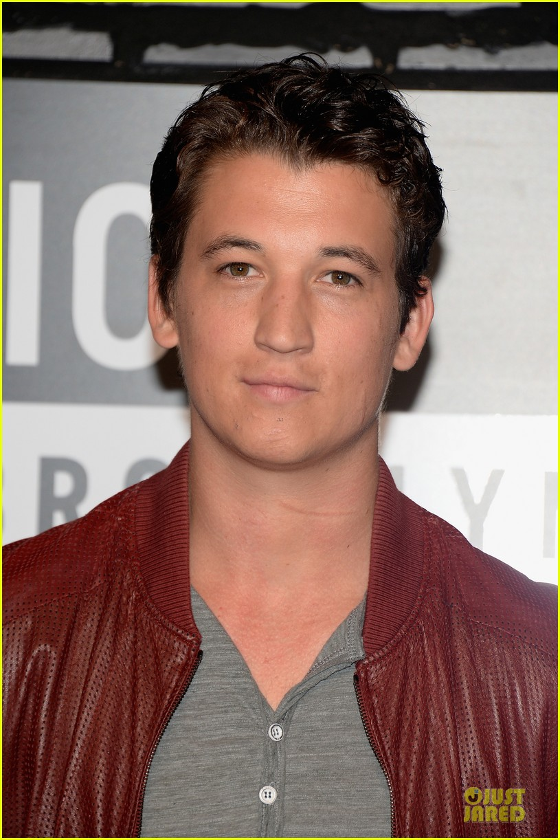 miles teller mtv vmas 2013 red carpet 02