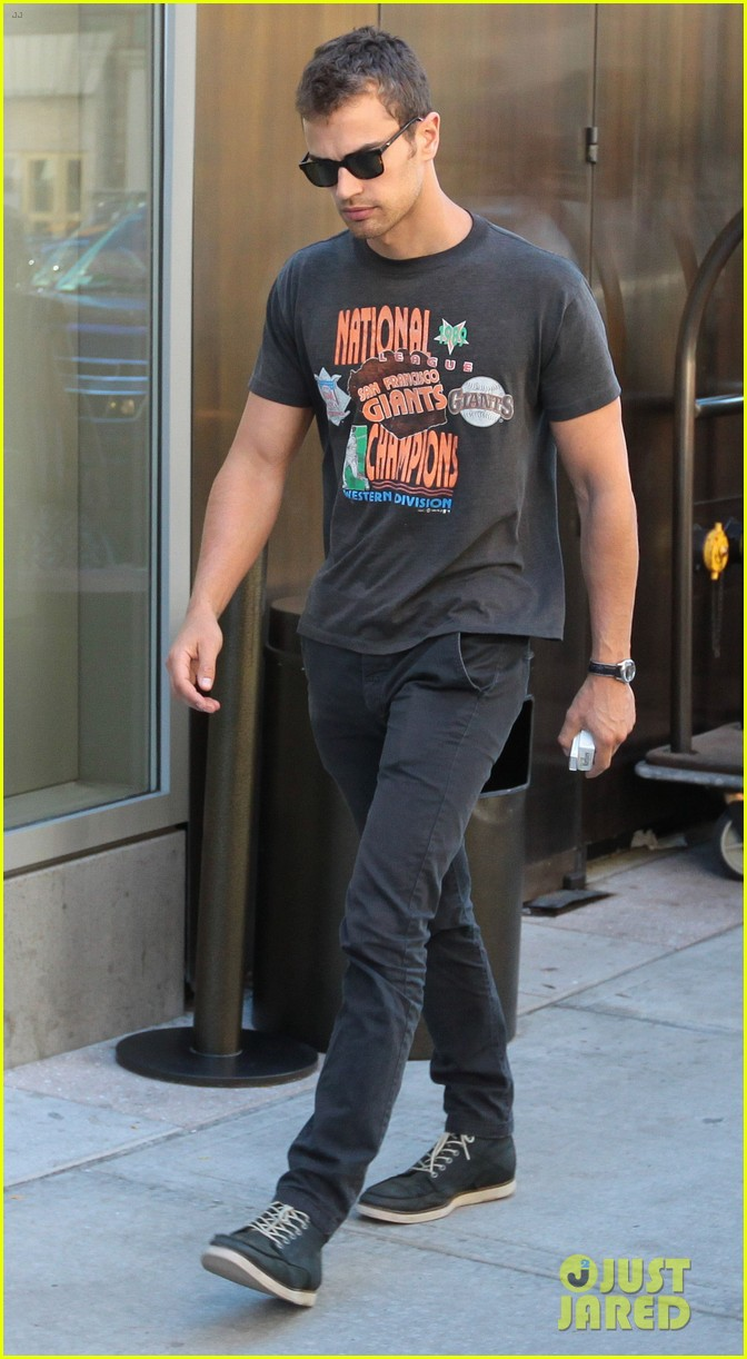 theo james pre vma outing in nyc 01