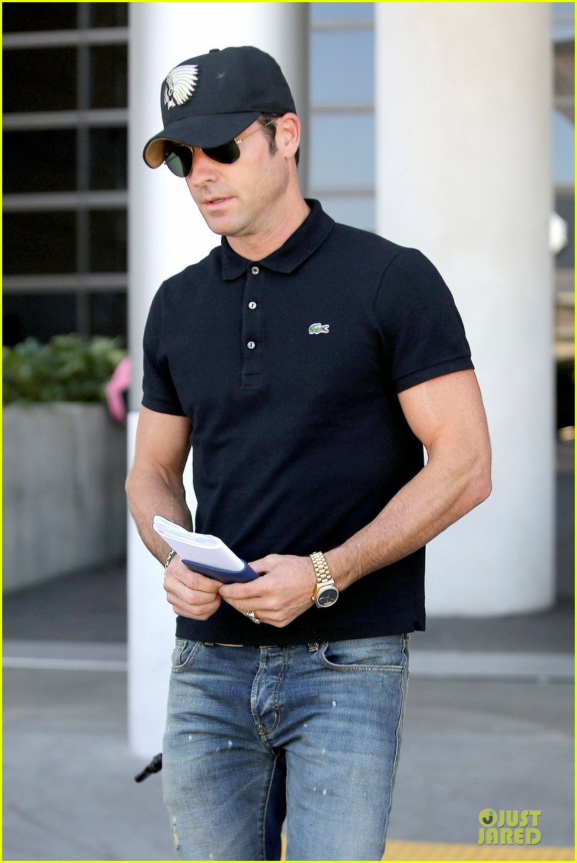 justin theroux immigration and border patrol office at lax 10