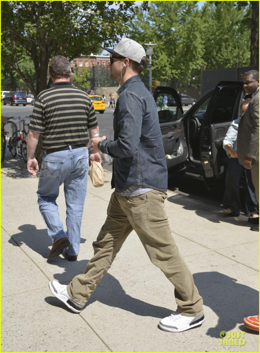 justin timberlake steps out after defending miley cyrus 012939207