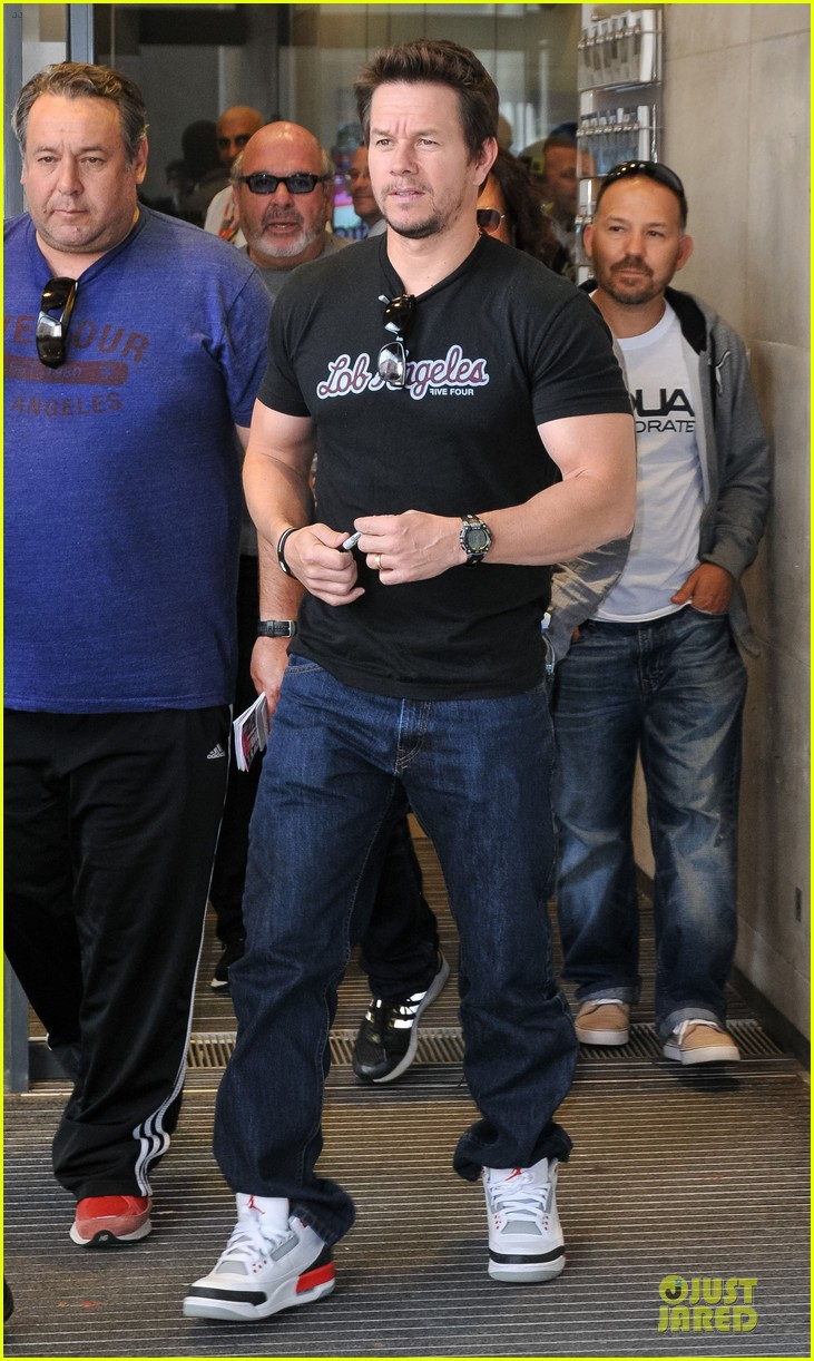 mark wahlberg gives advice for justin bieber 05
