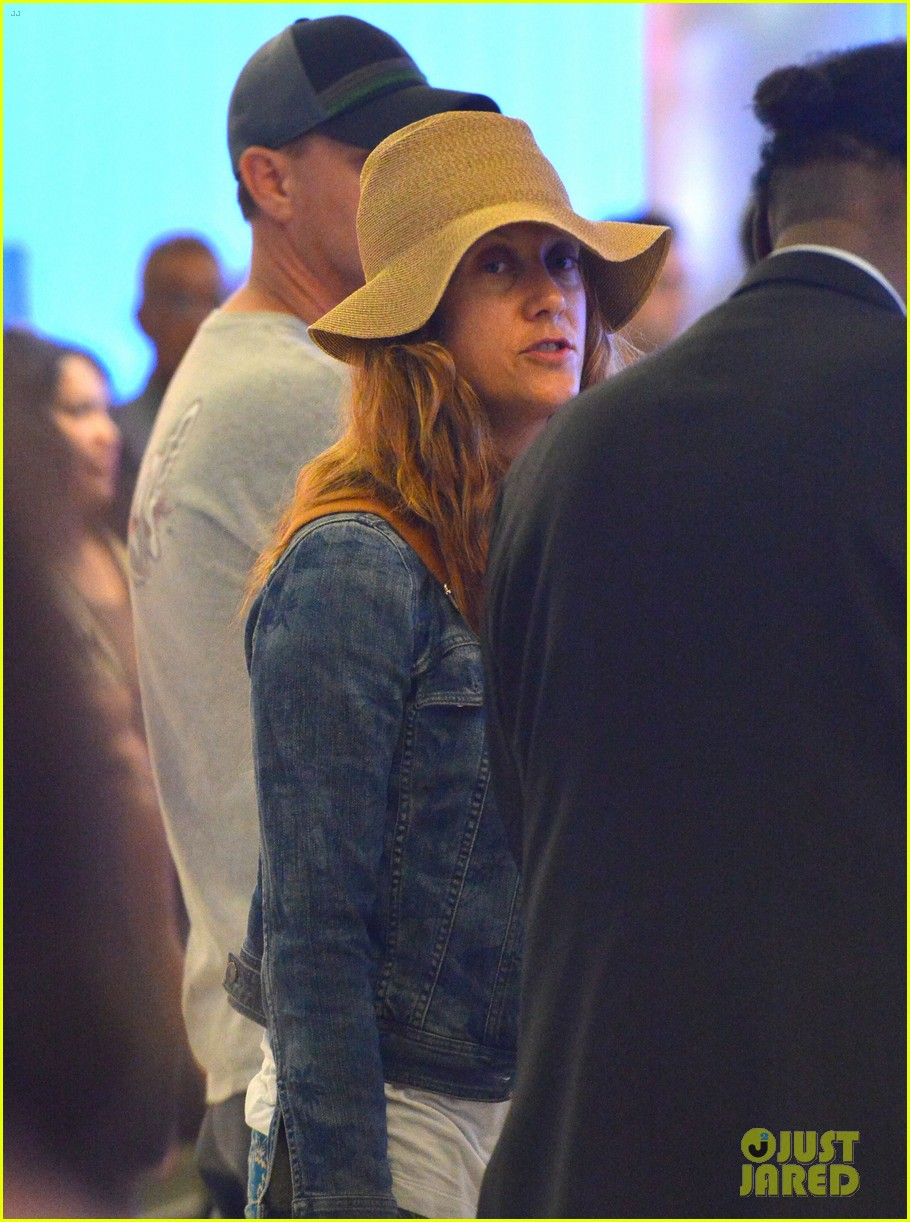 kate walsh ends caribbean vacation with flight to lax 04