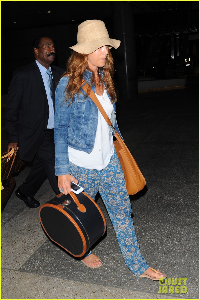 kate walsh ends caribbean vacation with flight to lax 052923924