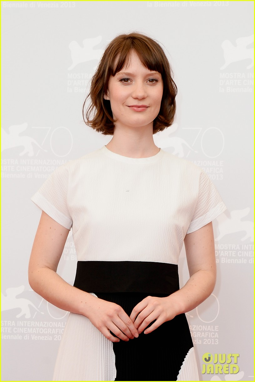 mia wasikowska tracks venice photo call 022940048