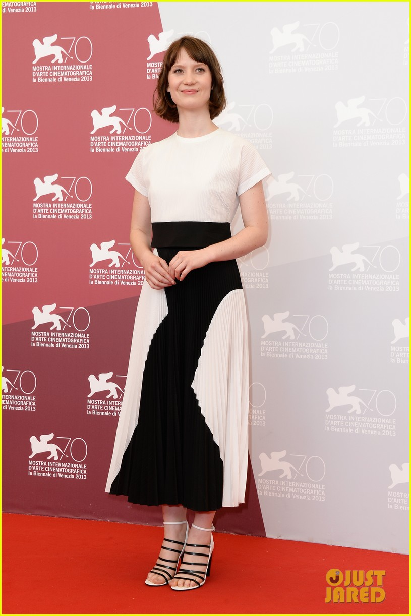 mia wasikowska tracks venice photo call 112940057