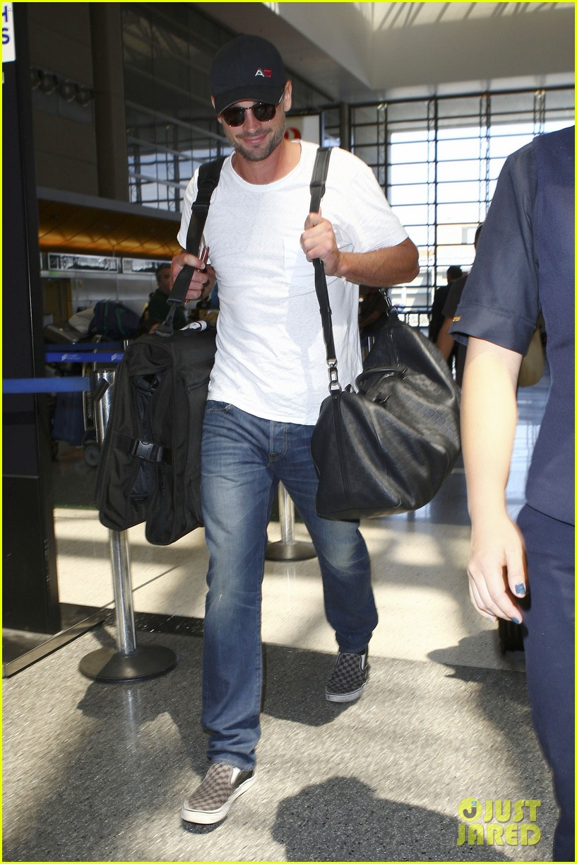 tom welling makes rare appearance at lax 072940890