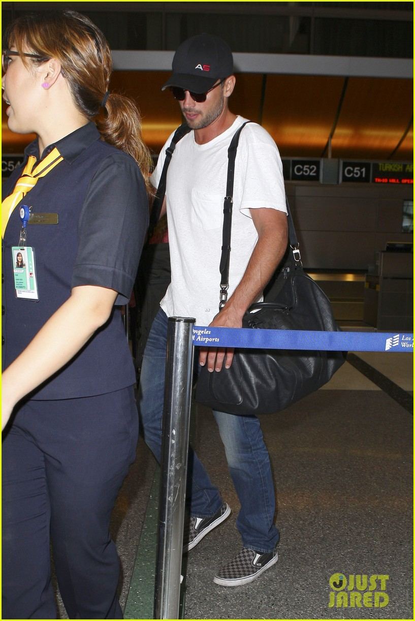 tom welling makes rare appearance at lax 122940895