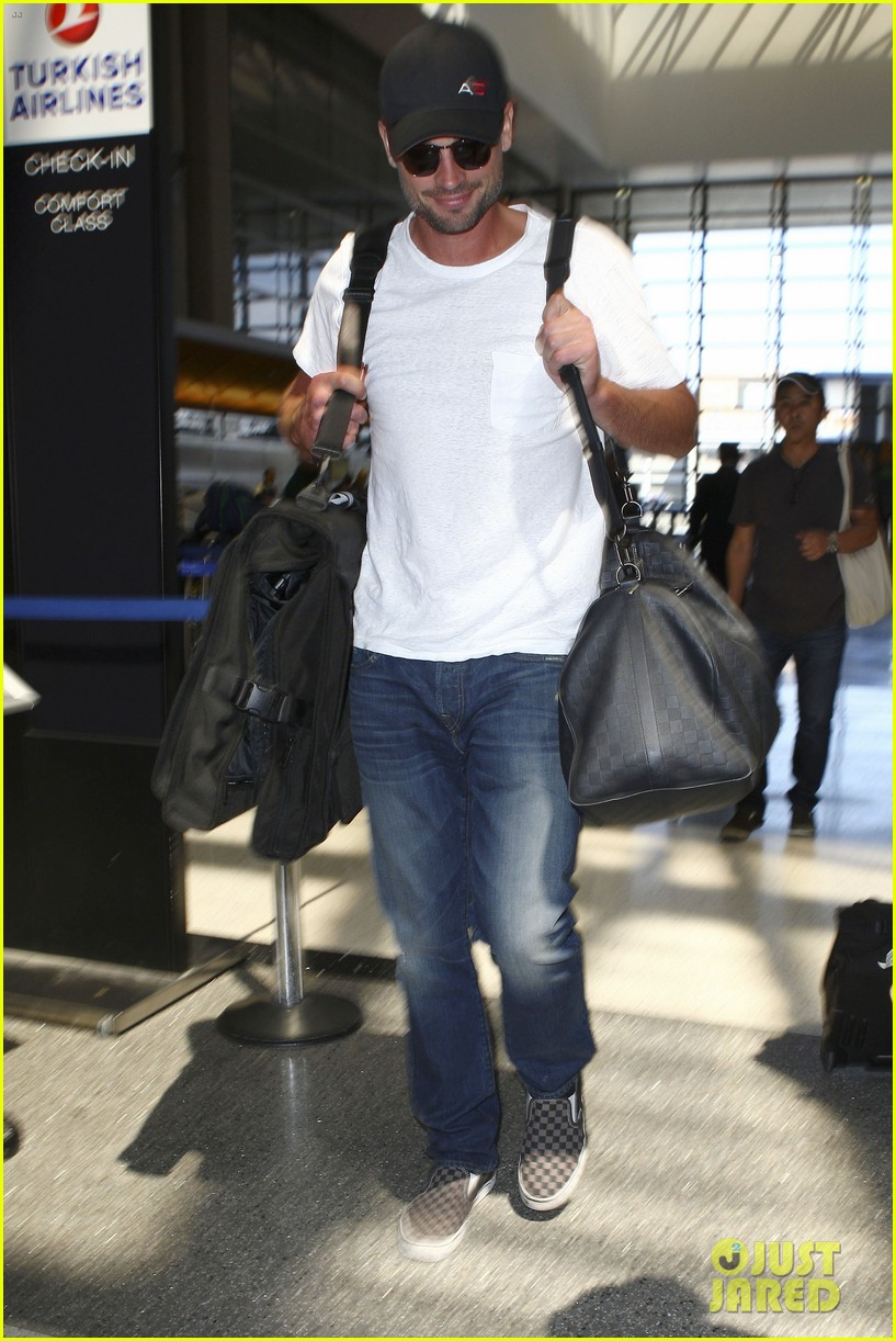tom welling makes rare appearance at lax 13