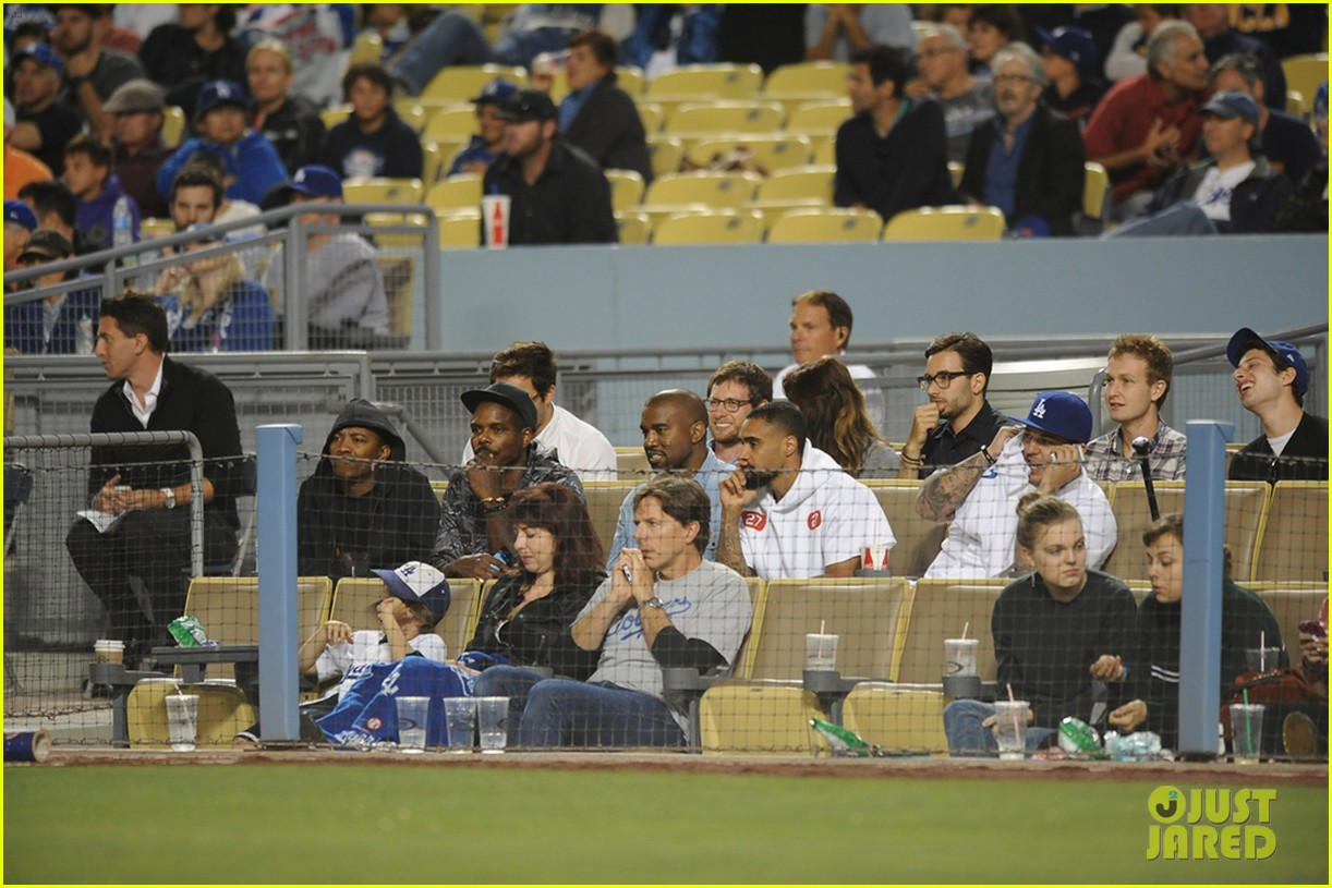 kanye west dodgers game after kim kardashian steps out 012931201