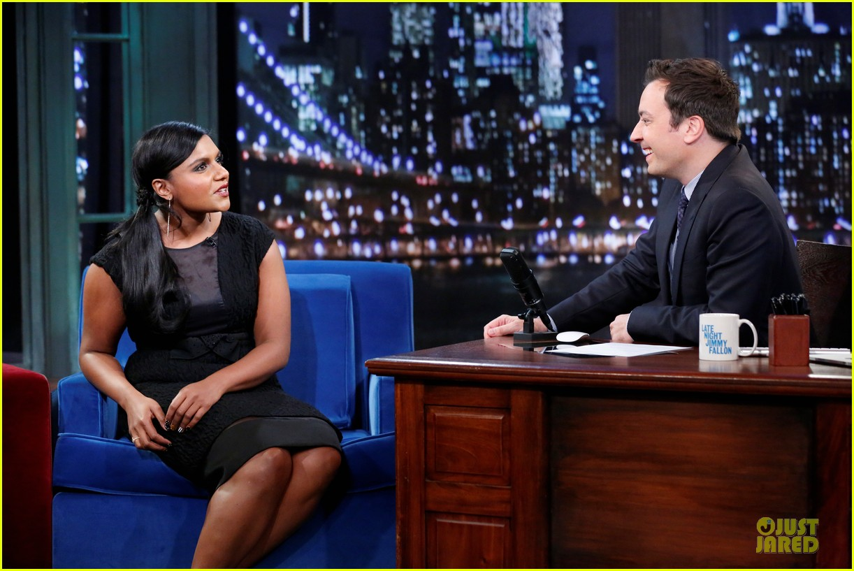 ben affleck mindy kaling late night with jimmy fallon guests 162953858