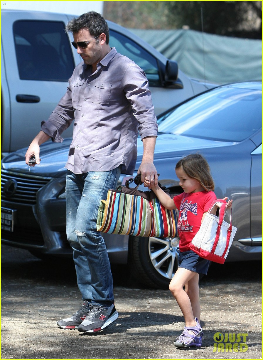 ben affleck plays mr mom while jennifer garner works 152948957