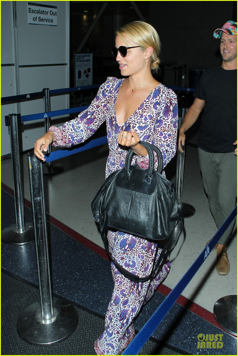 dianna agron nick mathers hold hands at lax airport 022943395