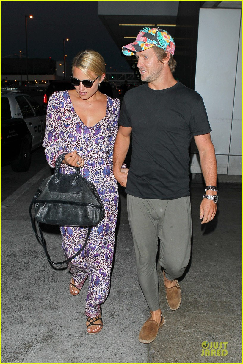dianna agron nick mathers hold hands at lax airport 07