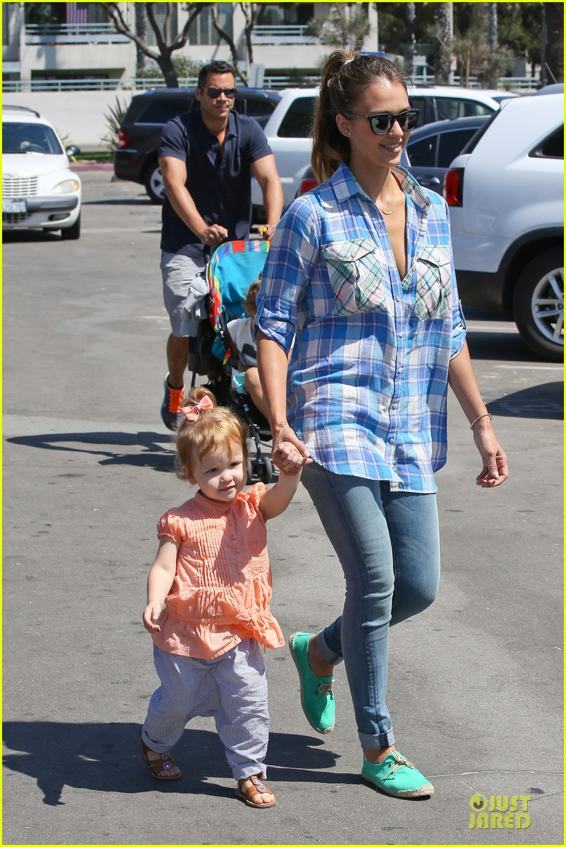 jessica alba farmers market fun with family after nyfw 03