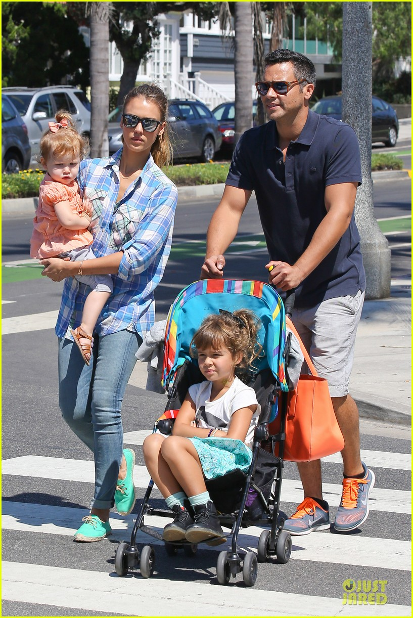 jessica alba farmers market fun with family after nyfw 20