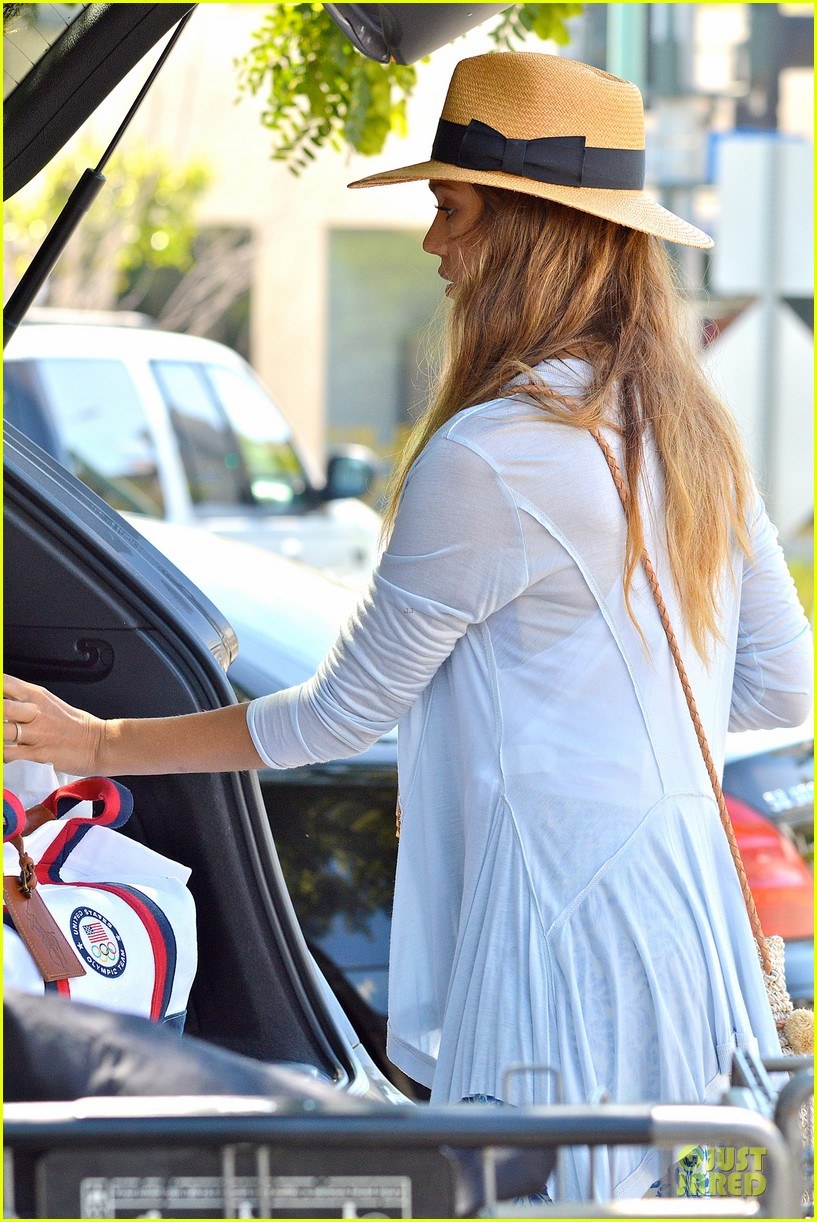 jessica alba labor day grocery shopping with honor 17