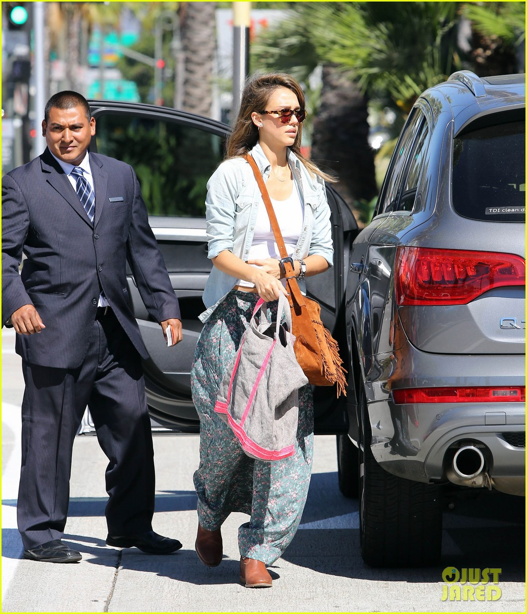 jessica alba sunday mall stop 04
