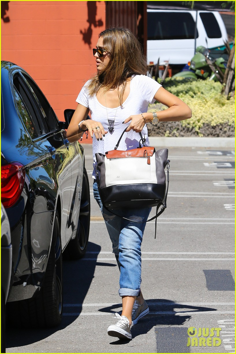 jessica alba sunday mall stop 08