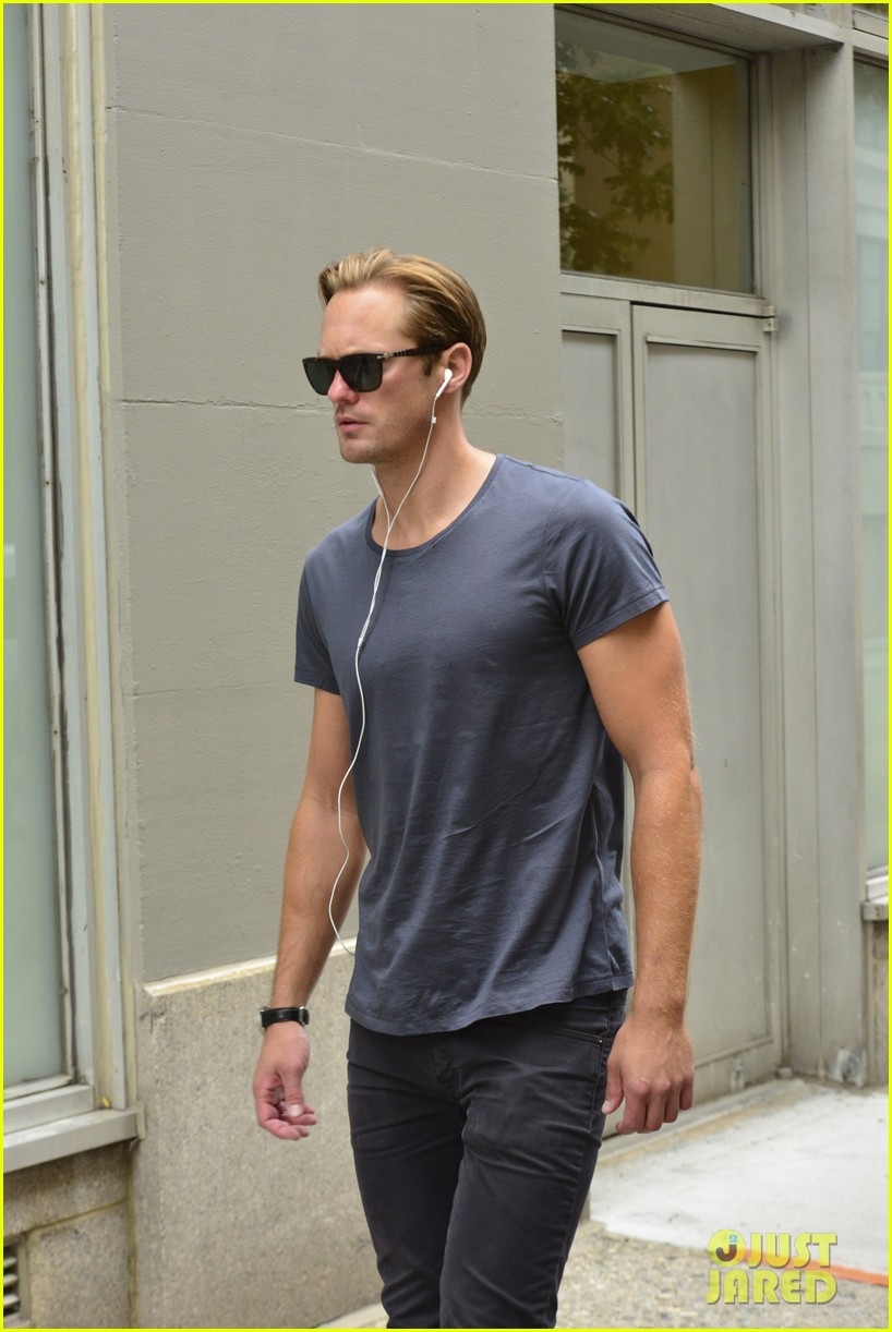 alexander skarsgard headed to south pole with prince harry for charity 11
